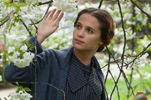 TESTAMENT OF YOUTH - 2015 FILM STILL - Pictures: Alicia Vikander as Vera Brittain - Photo Credit: Laurie Sparham   Sony Pictures Classics Release.
